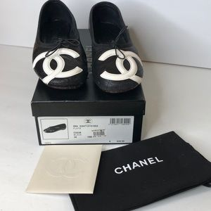Chanel black/white Cambon ballet flats-Sz 38